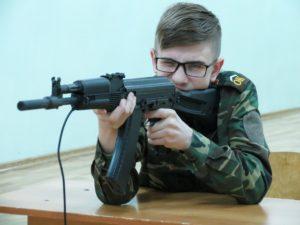 Соревнования по стрельбе из электронного лазерного АК — 74